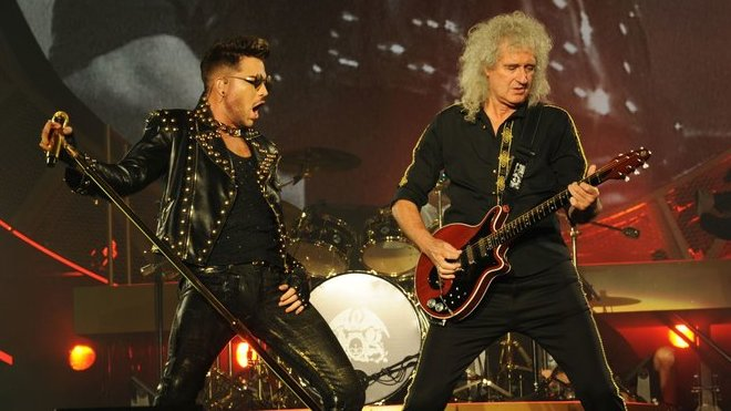 Adam Lambert a Brian May ze skupiny Queen